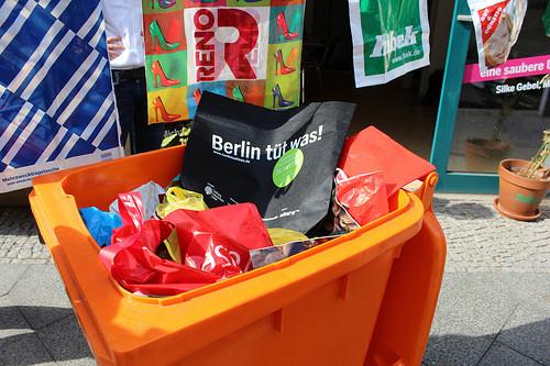 Viele Plastiktüten für Berlin tüt was Bild: Katharina-Franziska Kremkau / Silke Gebel, MdA; CC BY 4.0)