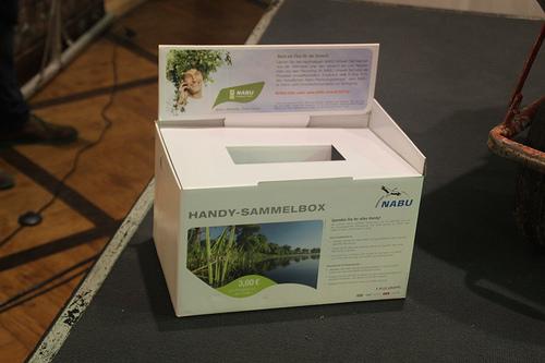 Handy-Sammelbox von NABU (Bild: gruneberlin, CC BY-SA 2.0)