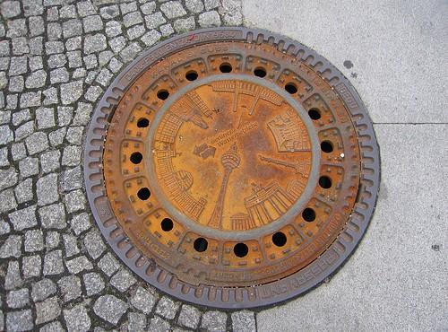 Berliner Gullideckel (Bild: Gabriele Kantel, CC BY-NC-ND 2.0)