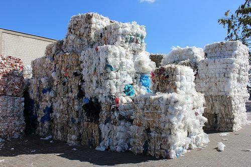 Plastikmüll im Industriegebiet in Berlin-Reinickendorf (Bild: Katharina-Franziska Kremkau / Silke Gebel, MdA; CC BY 4.0)