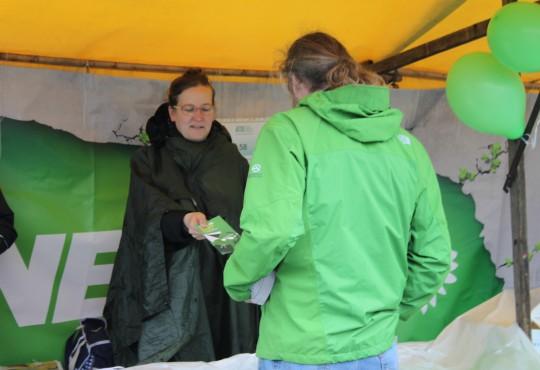 Silke Gebel, MdA in Aktion beim Umweltfest (Bild: Dennis Probst, alle Rechte vorbehalten!)