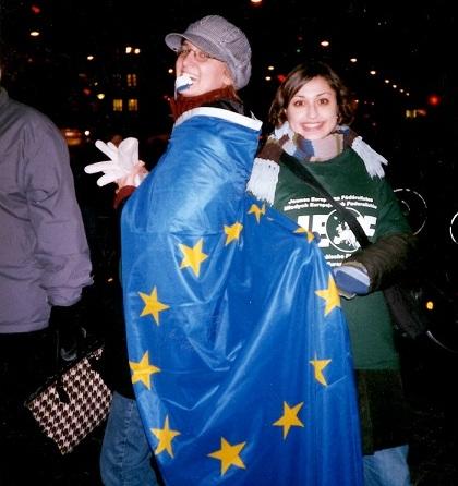 Silke Gebel mit Europa-Flagge (Bild: Silke Gebel, MdA; CC BY-NC-ND 2.0)