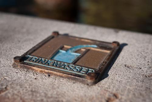 Trinkwasser-Schild (Bild: Martin Sotirov, CC BY-NC-SA 2.0)