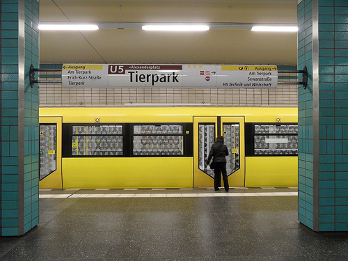 U-Bahnstation Tierpark in Berlin (Bild: Ingolf, CC BY-SA 2.0)
