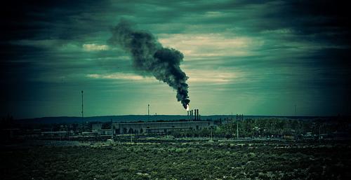 Verschmutzung über der Stadt (Bild: Agustín Ruiz, CC BY 2.0)
