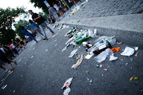 Viel Müll auf Berlins Straßen (Bild: Axel Kuhlmann, CC BY 2.0)