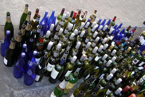 Zu viele Glasflaschen - zu wenige Glastonnen (Bild: Erich Ferdinand, CC BY 2.0)