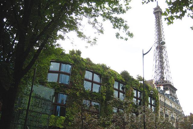 Begrünung am Pariser Museum (Bild: Inhabitat Blog, CC BY-NC-SA 2.0)