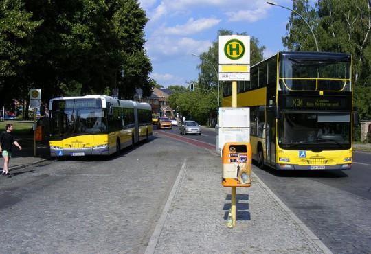 BVG Busse verschmutzen Berliner Luft (Bild: SludgeGulper, CC BY-SA 2.0)