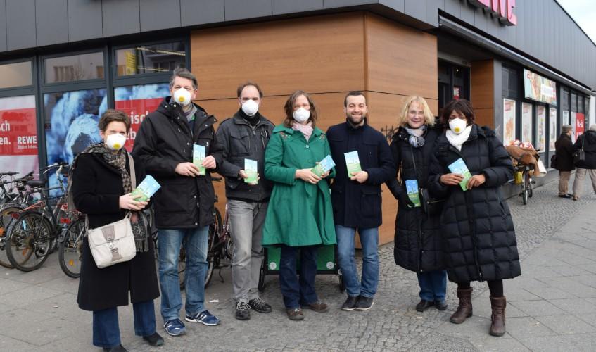 Saubere-Luft-Aktion-mit-Marc-Urbatsch-in-Berlin-Moabit-Bild-Kremkau-Katharina-Franziska-Silke-Gebel,MdA-CC-BY-4.0