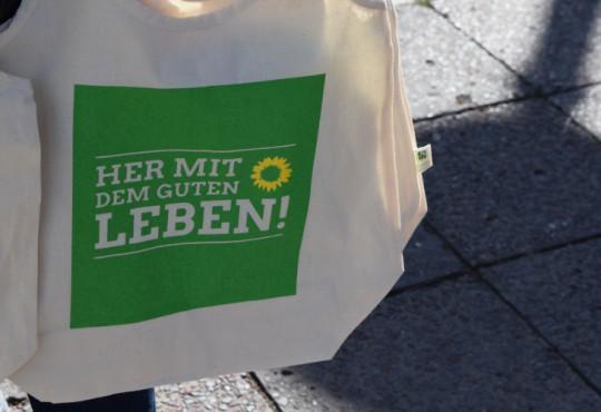 Aktion von Silke Gebel vor dem Kaisers Luisenstadt in Berlin-Mitte (Bild: Katharina-Franziska Kremkau / Silke Gebel, MdA, CC-BY-4.0)