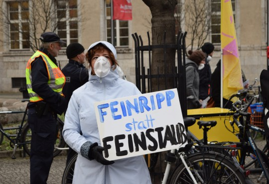 Anti-Feinstaub-Demo-Neukölln-Image-Kremkau-Katharina-Franziska-Silke-Gebel,MdA-CC-BY-4.0