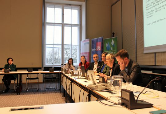Blue-Community-versammelt-sich-mit-Maude Barlow-in-Berlin_Image-Katharina-Franziska-Kremkau-Silke-Gebel,MdA_CC-BY-4.0